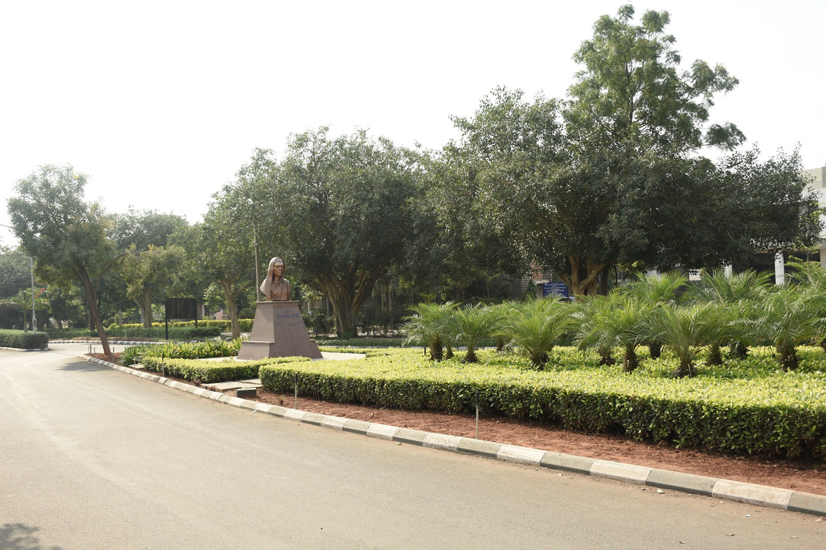 over 54 acres of land, in the heart of the city. The campus has beautifully landscaped gardens and black stone buildings of old world charm, which are well ventilated and illuminated.