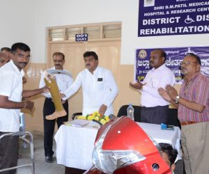 DISTRIBUTION-OF-TRI-CYCLES-BY-HON'BLE-MINISTER-DR.M.B.PATIL_..jpg