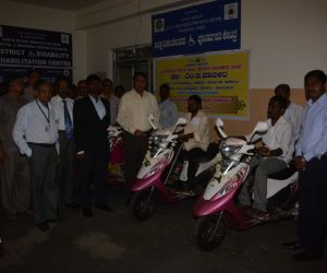 Distribution-of-Motorized-Tricycles-under-Babaleshwar-Constituency-by-grant-in-aid-from-Dr.M.B.Patil-Hon'ble-Minister-for-Water-Resources-Govt.of-Karnataka.jpg