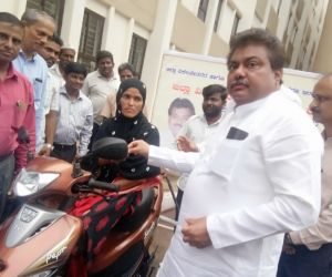 Free-distribution-Motorized-Tricycles-to-PWDs-of-Babaleshwar-constituency-under-Grant-in-aid-frm-Dr.-M.-B.-Patil-M.L.A.-Babaleshwar-Constituency..jpg