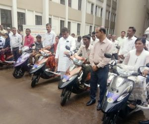 Free-distribution-Motorized-Tricycles-to-PWDs-of-Babaleshwar-constituency-under-Grant-in-aid-from-Dr.-M.-B.-Patil-M.L.A.-Babaleshwar-Constituency.-2.jpg