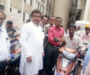 Free-distribution-Motorized-Tricycles-to-PWDs-of-Babaleshwar-constituency-under-Grant-in-aid-from-Dr.-M.-B.-Patil-M.L.A.-Babaleshwar-Constituency..jpg